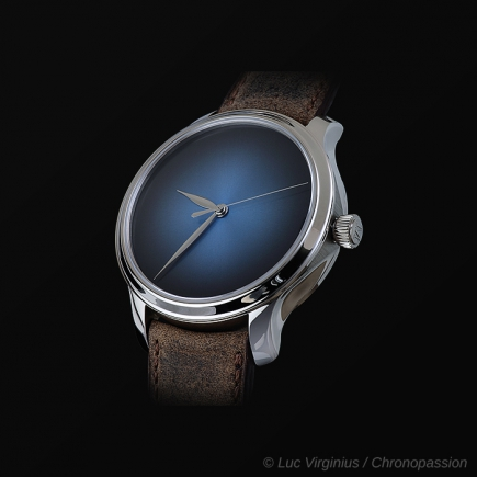 H Moser & Cie - ENDEAVOUR CENTRE SECONDS CONCEPT  FUNKY BLUE